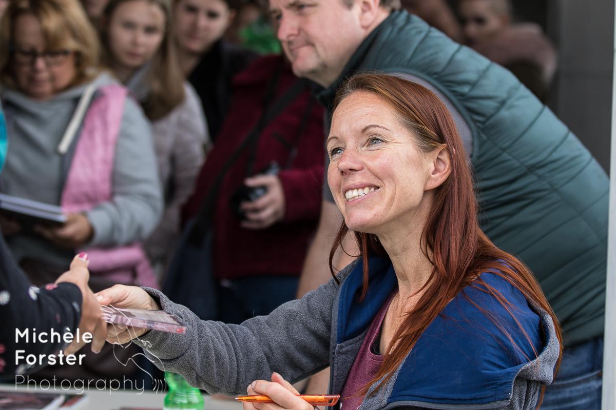 Autogrammstunde Sandra Schneider